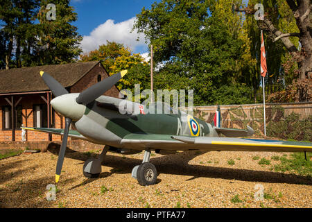 England, Berkshire,  Lower Basildon, Beale Park Wildlife Park & Gardens, replica Aksel Spitfire - Stock Photo