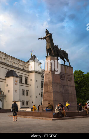 Cathedral Square Lithuania, summer evening view of people gathered around the Monument to Grand Duke Gediminas in Cathedral Square, Vilnius Old Town. - Stock Photo