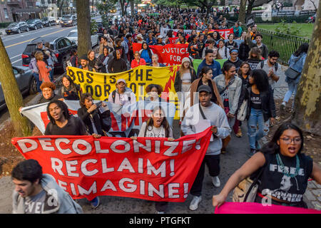 """New York, United States. 08th Oct, 2018. Activists from New York's Indigenous and Black communities, along with decolonial advocates led the 3rd annual """"Anti-Columbus Day Tour"""" at the American Museum of Natural History on October 8, 2018; the groups are demanding that Mayor de Blasio and members of the New York City Council join the growing list of cities in the U.S. that have renamed Columbus Day as Indigenous Peoples' Day and for the removal of Theodore Roosevelt's statue. Credit: Erik McGregor/Pacific Press/Alamy Live News - Stock Photo"""