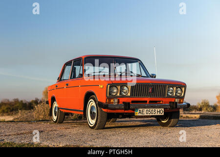 PERESHCHEPINO, UKRAINE - OCTOBER 12, 2014: Zhiguli VAZ 2106 original orange, released in the USSR in 70's. Car parked on the side of the road in the m - Stock Photo