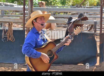 Tom Curtain the singing cowboy performing in his Outback Experience show in Katherine, Northern Territory, Australia - Stock Photo