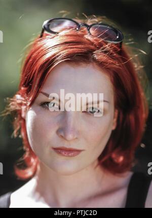Maedchen, junge rothaarige Frau im Freien, Portrait (Modellfreigabe) - Stock Photo