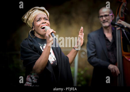 Ley Adewole lead vocalist of The Grace Notes performing at Trebah Garden amphitheatre in Cornwall. - Stock Photo