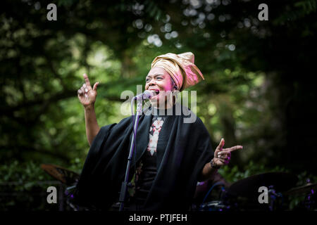 Ley Adewole lead singer with the The Grace Notes performing at Trebah Garden amphitheatre in Cornwall. - Stock Photo