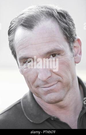 Mann Portrait M'nnerportr't 50, 60 Jahre Blick Kamera Zufriedenheit Ausgeglichenheit Menschen Generationen M'nner 50-60 (Modellfreigabe) - Stock Photo