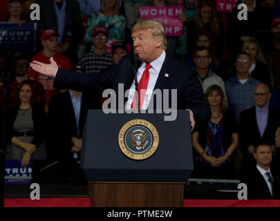 Topeka, KS, USA. 6th Oct, 2018. President Donald Trump at MAGA rally in support of Kansas Secretary of State Kris Kobach who is the Republican candidate for governor in Topeka, Kansas on October 6, 2018. Credit: Mark Reinstein/Media Punch/Alamy Live News - Stock Photo