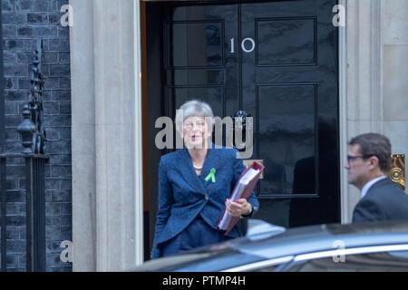 London, UK 10th October 2018, Theresa May MP PC, Prime Minister,, leaves  10 Downing Street, London, UK Credit Ian Davidson/Alamy Live News - Stock Photo