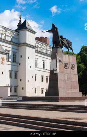 View of the south side of the Palace Of the Grand Dukes of Lithuania in Vilnius Old Town with the Monument to Grand Duke Gediminas sited beside it. - Stock Photo