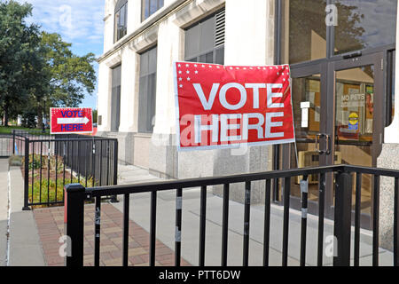 Painesville, Ohio, USA, 10th Oct, 2018.  'Vote Here' signs are displayed outside the Lake County Board of Elections in downtown Painesville, Ohio, USA.  October 10th is the first day for early voting in Ohio allowing the casting of ballots up through the 2018 general election day, November 6.  Early voting in Lake County, Ohio, may only occur at the county Board of Elections whereas on election day there are many polling places throughout the county in which people may cast their ballots.   - Stock Photo
