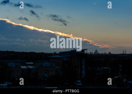 London, UK. 11th Oct 2018. UK Weather: Clouds divided over central London Credit: amanda rose/Alamy Live News - Stock Photo