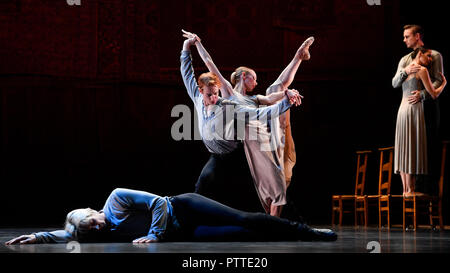 Prague, Czech Republic. 09th Oct, 2018. Dress rehearsal of the 'Kylian - Bridges of Time' ballet performance in the National Theater in Prague, Czech Republic, on October 9, 2018. Choreographer Jiri Kylian for this occasion chose four of his works: Symphony of Psalms, Bella Figura, Petite Mort and Sechs Tanze (Six Dances). The premiere will be held on October 11. Credit: Michal Kamaryt/CTK Photo/Alamy Live News - Stock Photo