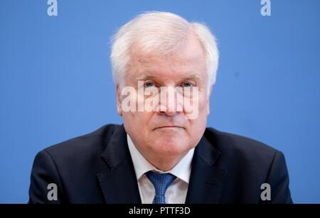 11 October 2018, Berlin: Horst Seehofer (CSU), Federal Minister of the Interior, for Building and Home Affairs. Photo: Kay Nietfeld/dpa - Stock Photo