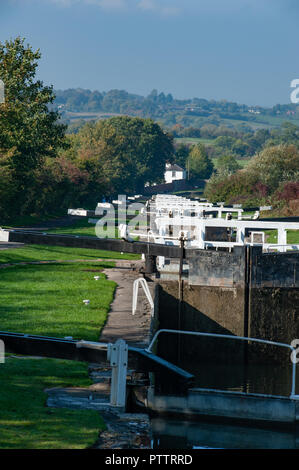 Looking down and westwards at the Caen Hill Flight on the Kennet and Avon Canal, Devizes, Wiltshire, UK. - Stock Photo