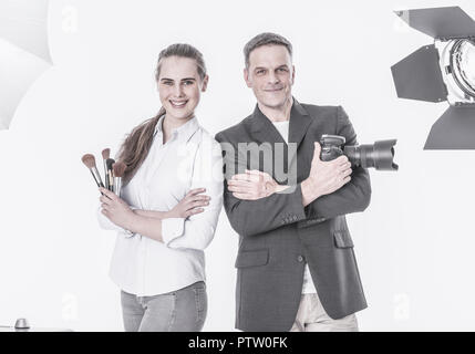 Fotograf und Visagistin im Studio, Halbportraet (model-released) - Stock Photo