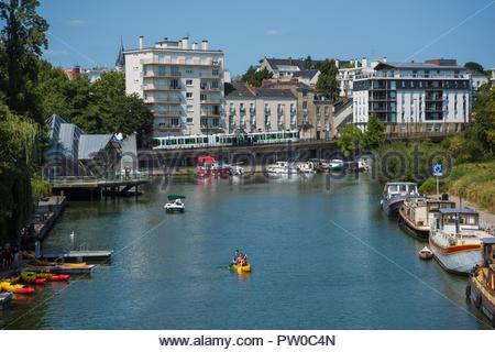 Nantes, Fluss Erdre, River Erdre (Die Erdre ist ein Fluss in Frankreich, der in der Region Pays de la Loire verläuft. Er mündet nach im Stadtgebiet vo - Stock Photo
