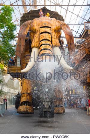 Nantes, Les Machines d Ile, Der grosse Elefant, The Great Elephant (Mit 12 Metern Höhe ist Le Grand elephant, deutsch ÇDer grosse Elefantë, englisch T - Stock Photo
