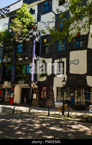 The quirky exterior of the Kunst Haus museum in the Landstraße district of the , Vienna. Dedicated to the art of Friedensreich Hundertwasser - Stock Photo