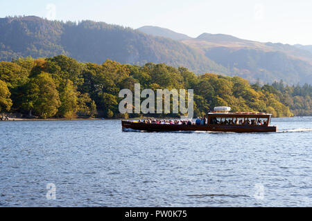 Keswick Launch Company's boat Lady Derwentwater approaching Keswick with a full load of passengers, Cumbria, England, UK - Stock Photo