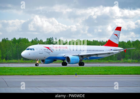 SAINT PETERSBURG, RUSSIA - MAY 11, 2016. Austrian Airlines Airbus A320 aircraft -registration number OE-LBW- is riding on the runway after arrival at  - Stock Photo