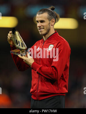 Cardiff, Wales October 11, 2018 Gareth Bale of Wales is presented with a Golden Boot at half time during the Exhibition Match between Wales and Spain at Principality stadium, Cardiff City, on 11 Oct  2018.  Credit Action Foto Sport Credit: Action Foto Sport/Alamy Live News - Stock Photo