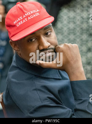 Washington, United States Of America. 11th Oct, 2018. Kanye West listens as he as he and Jim Brown meet with United States President Donald J. Trump in the Oval Office of the White House in Washington, DC on Thursday, October 11, 2018. Credit: Ron Sachs/CNP | usage worldwide Credit: dpa/Alamy Live News - Stock Photo