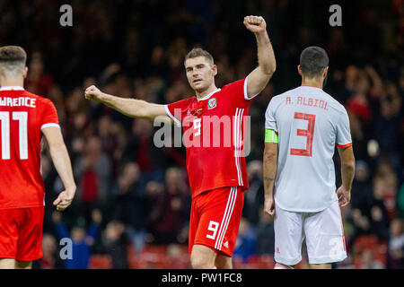 Cardiff, Wales, UK. 11th October 2018. Sam Vokes of Wales celebrates scoring a consolation goal during the International challenge match between Wales and Spain at the Principality Stadium Credit: Mark Hawkins/Alamy Live News - Stock Photo