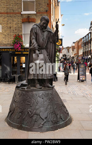 UK, Kent, Canterbury, High Street, statue celebrating author of Canterbury Tales, Geoffrey Chaucer - Stock Photo