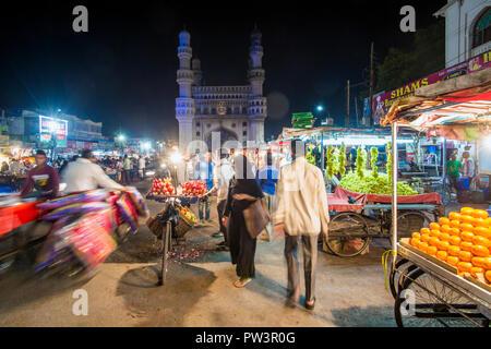 India, Hyderabad, capital of Telangana State, (Andhra Pradesh), Street stalls and the Charminar (Four Minarets) monument - Stock Photo