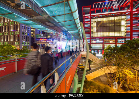 Taiwan, Taipei, Xinyi downtown district, pedestrian bridge in the prime shopping and financial district of Taipei - Stock Photo
