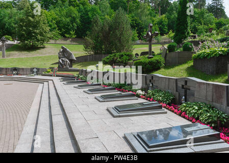 Vilnius cemetery, view of the area of of Antakalnis Cemetery in Vilnius dedicated to pro-independence soldiers killed by Soviet special forces in 1991. - Stock Photo