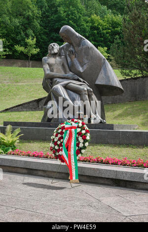 View of the monument in Antakalnis Cemetery in Vilnius dedicated to pro-independence soldiers killed by Soviet special forces in 1991. - Stock Photo