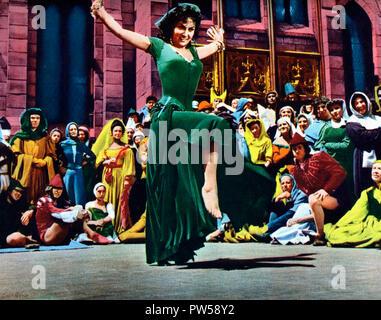 Der Glöckner von Notre Dame aka. Notre-Dame de Paris, Frankreich 1956 Regie: Jean Delannoy Darsteller: Gina Lollobrigida - Stock Photo