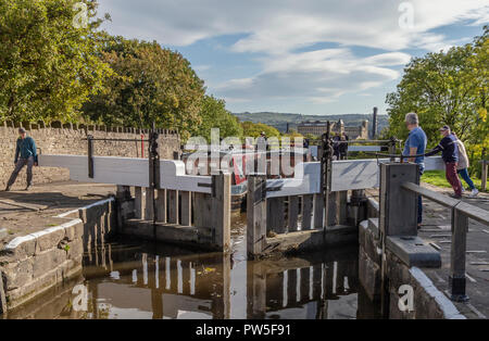 Opening lock gates at the top of Bingley Five Rise Locks, Yorkshire. - Stock Photo