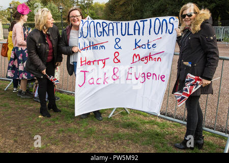 Windsor, UK. 12th October, 2018. A group of well-wishers outside Windsor Castle hold a recycled banner in keeping with the plastic-free theme of the wedding of Princess Eugenie, the Queen's granddaughter, and her boyfriend of around seven years Jack Brooksbank. Credit: Mark Kerrison/Alamy Live News - Stock Photo