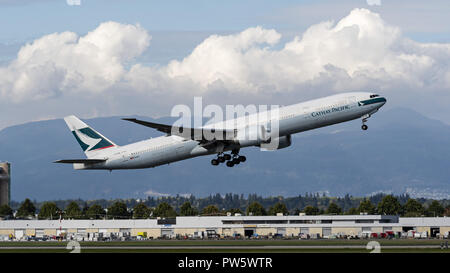 Richmond, British Columbia, Canada. 19th Sep, 2018. A Cathay Pacific Airways Boeing 777-300ER (B-KQE) wide-body jet airliner takes off from Vancouver International Airport. Credit: Bayne Stanley/ZUMA Wire/Alamy Live News - Stock Photo