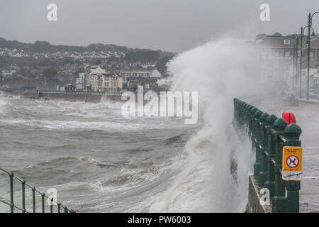 Penzance, Cornwall, UK. 13th October 2018. UK Weather. Storm Callum continues to batter Cornwall. Credit: Simon Maycock/Alamy Live News - Stock Photo