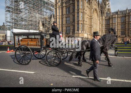 London, UK. 13th October, 2018. The National Funeral for the Unknown Cyclist. Credit: Guy Corbishley/Alamy Live News - Stock Photo