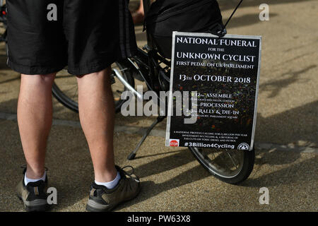 London, UK. 13th October 2018. Cyclist Assembling Lincoln Inn Fields for a National Funeral for the Unknown Cyclist march to Parliament Square to honour and mark the deaths in London, UK. 13 October 2018. Credit: Picture Capital/Alamy Live News - Stock Photo