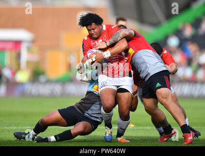 London, UK. 13th October 2018. Opeti Fonua of Agen is tackled  during European Rugby Challenge Cup, Round 1, Pool 5 match between Harlequins and Agen at Twickenham Stoop Stadium on Saturday, 13 October 2018. LONDON ENGLAND.  (Editorial use only, license required for commercial use. No use in betting, games or a single club/league/player publications.) Credit: Taka Wu/Alamy Live News - Stock Photo