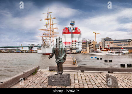 14 September 2018: Gothenburg, Sweden - Sculpture of Evert Taube in the Lilla Bommen district. Behind is the four masted barque Viking, and the Lilla  - Stock Photo