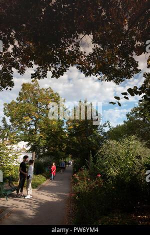 The Coulée verte René-Dumont or Promenade plantée, Paris, France - Stock Photo