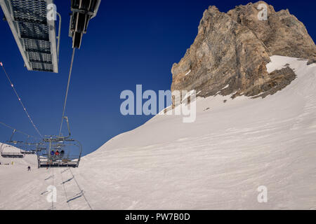 Skiiers walking to the aiguille percee in Espace Killy the ski resorts of Tignes and Val D'Isere. Espace Killy is a name given to a ski area in the Ta - Stock Photo