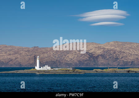 view on the old Eilean Musdile lighthouse in Scotland, with highland scenery in the background, Thursday 12 April 2018, Scotland. - Stock Photo