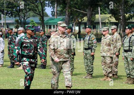 Maj. Gen. Arthur J. Logan, Hawaii Adjutant General and Brig. Gen. Joko Putranto, Chief of Staff, 1st Kostrad Infantry Division, Tentara Nasional Indonesia Army, inspect the formation of troops during the closing ceremony for Garuda Shield 2017 in Cibenda, Indonesia, September 29, 2017. - Stock Photo