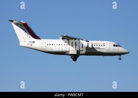 CityJet Avro RJ85 (old livery) with registration EI-RJF on short final for runway 14 of Zurich Airport. - Stock Photo