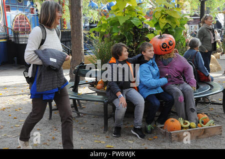 Copenhagen/Denmark 13.October 2018.. Halloween season in Tivoli gadren small and big pumpkins and visior on satursday in Copenhagen Denmark.   (Photo. .Francis Joseph Dean / Deanpictures. Credit: Francis Joseph Dean / Deanpictures/Alamy Live News - Stock Photo