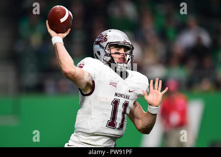 October 13, 2018: Montana Grizzlies quarterback Dalton Sneed (11) passes the ball during a NCAA FCS football game between the Montana Grizzlies and the University of North Dakota Fighting Hawks at the Alerus Center, Grand Forks, North Dakota. North Dakota defeated Montana 41-14. Russell Hons/CSM - Stock Photo