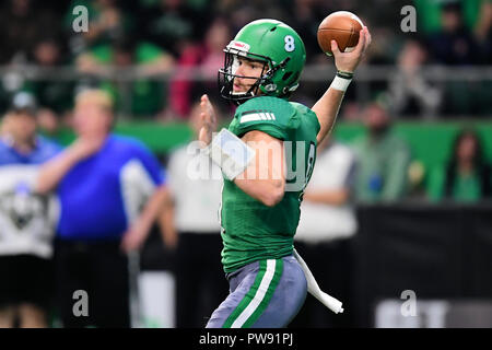 October 13, 2018: North Dakota Fighting Hawks quarterback Nate Ketteringham (8) passes the ball in the second half of a NCAA FCS football game between the Montana Grizzlies and the University of North Dakota Fighting Hawks at the Alerus Center, Grand Forks, North Dakota. North Dakota defeated Montana 41-14. Russell Hons/CSM - Stock Photo