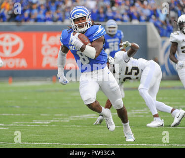 Memphis, TN, USA. 13th Oct, 2018. Memphis Tigers running back, DARRELL HENDERSON (8), runs for a touchdown during the NCAA football game between the Memphis Tigers and the Central Florida Knights at Liberty Bowl Stadium in Memphis, TN. UCF defeated Memphis, 31-30. Kevin Langley/CSM/Alamy Live News - Stock Photo