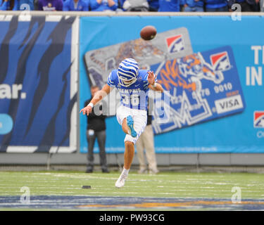 Memphis, TN, USA. 13th Oct, 2018. Memphis Tigers kicker, RILEY PATTERSON (36), kicks off during the NCAA football game between the Memphis Tigers and the Central Florida Knights at Liberty Bowl Stadium in Memphis, TN. UCF defeated Memphis, 31-30. Kevin Langley/CSM/Alamy Live News - Stock Photo